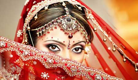 Красное сари на индийскую свадьбу