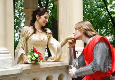 Жених и невеста в средневековом стиле