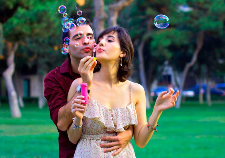 Мыльные пузыри влюбленных