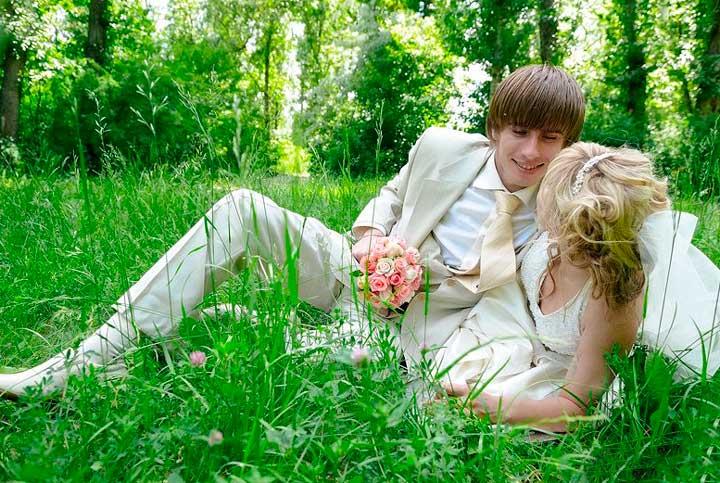 Наряд жениха на весеннюю свадьбу