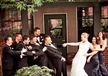 Веселый выкуп на свадьбе