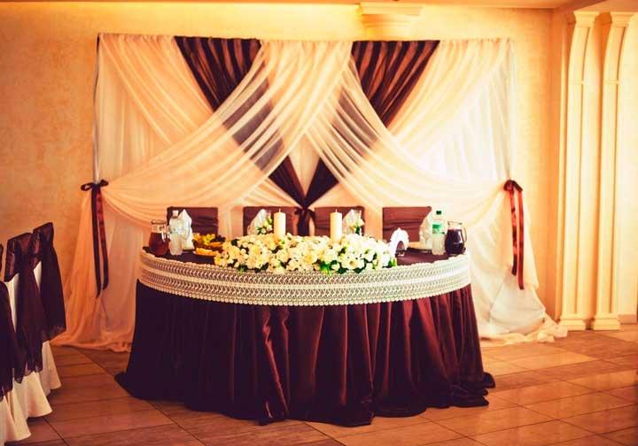 Декор зала в кофейном стиле