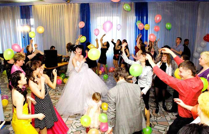 Конкурс с шариками на свадьбе