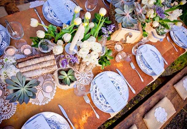 стол оформление свечи и цветы