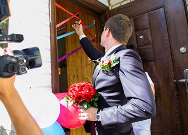 Традиционный выкуп невесты на свадьбе
