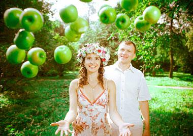 Яблочное оформление свадьбы