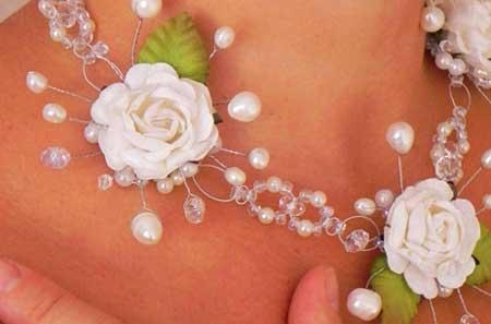 Бело-серебрянное украшение на шею невесты
