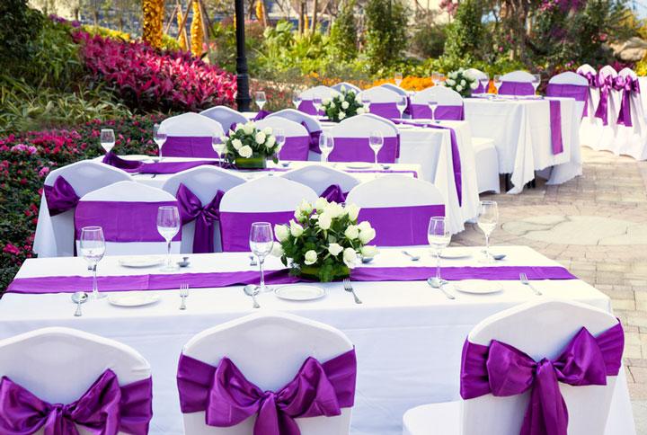 Белые скатерти и фиолетовые полоски