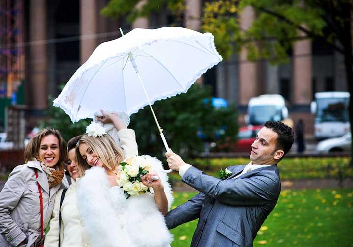 Как снимать свадьбу, если идет дождь?
