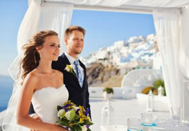 Молодожены греческой свадьбы