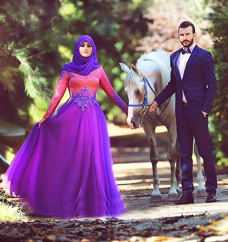 Невеста в фиолетовом платье
