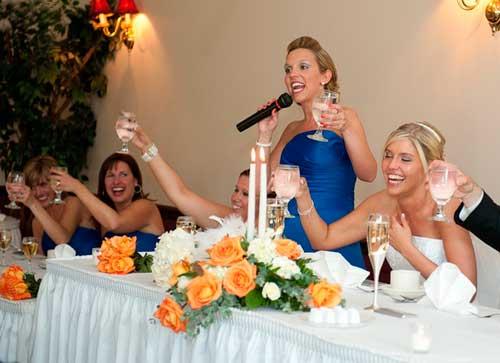 Свидетель произносит тост на свадьбе