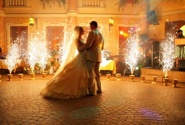 Подготовка и первый танец молодоженов на свадьбе