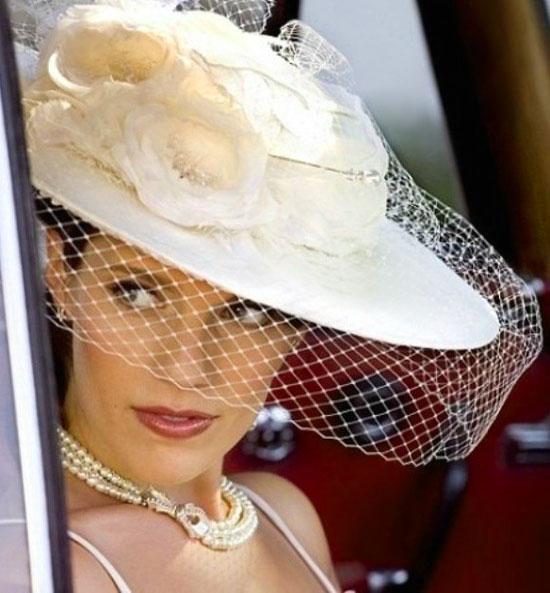 Шляпка невесты с цветами