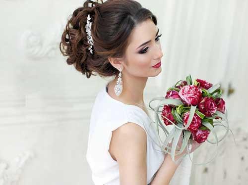 Прическа на свадьбу для невесты с фатой