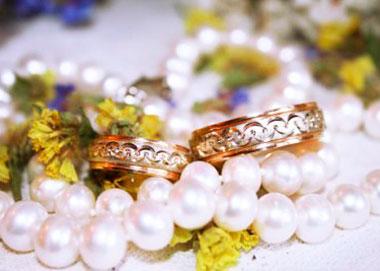 Жеемчужное ожерелье в подарок родителям