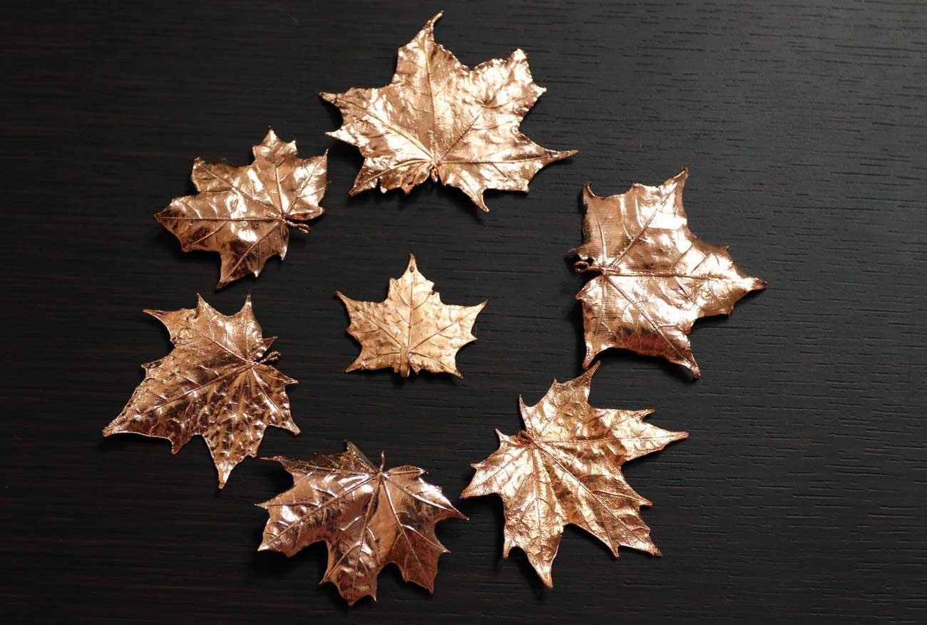 медные листочки клена
