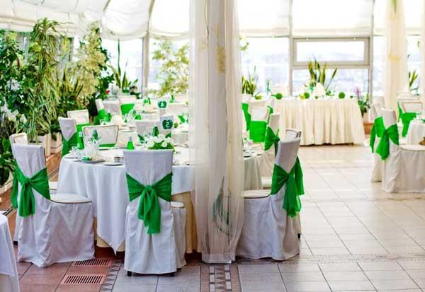 оформлениезала на зеленую свадьбу