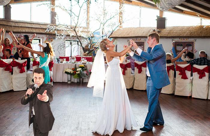 Объявление танца молодых на свадьбе