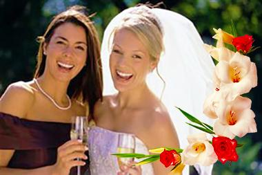 Невеста и свидетельница с бокалами