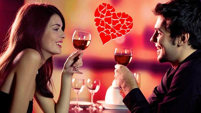 Романтическая пара и сердечки