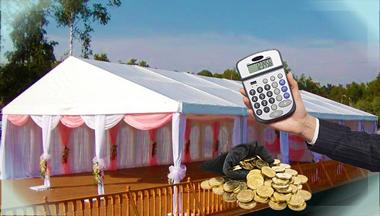 Свадебный шатер, монеты и калькулятор