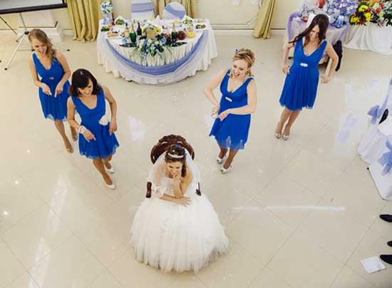 Танец невесты с подружками на свадьбе