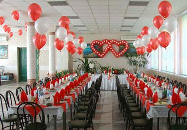 Зал в свадебном оформлении