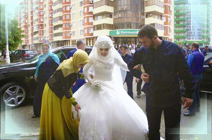 Чеченская невеста приехала на свадьбу