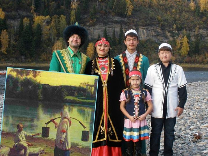 Башкирская семья и девушка с коромыслом и ведрами