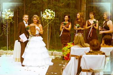 Молодожены и свадьба в коричневых тонах