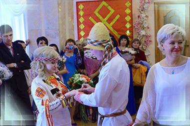 Молодожены удмурты и ритуал надевание обручальных колец