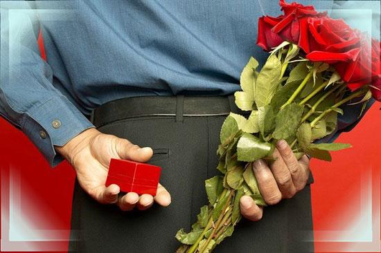 Мужчина с розами и кольцом