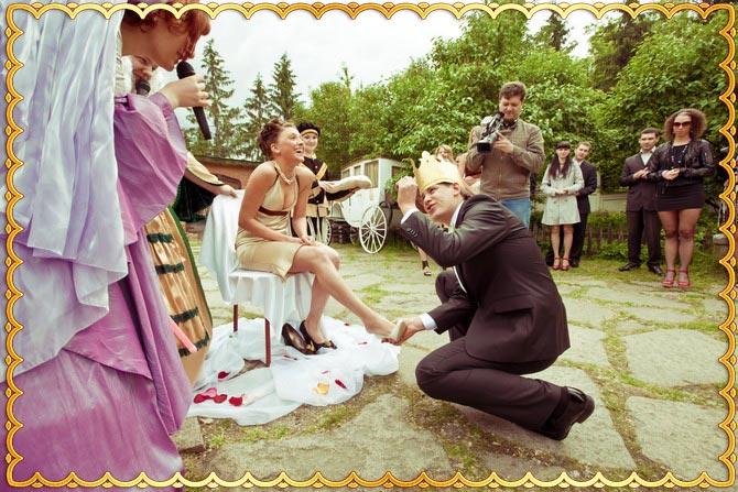 Современные похищение и выкуп свадебной туфли
