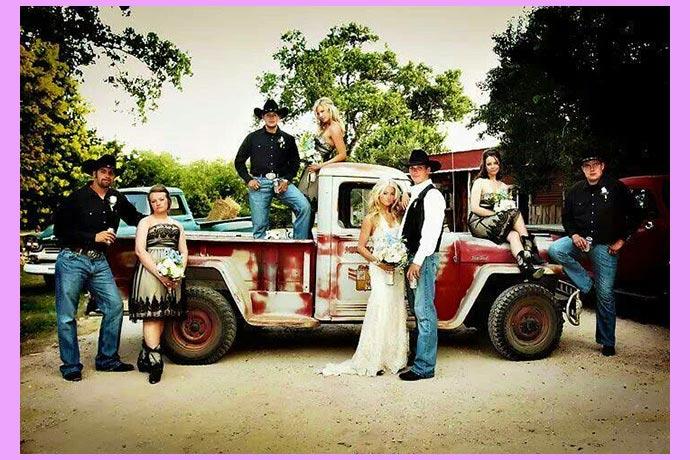 грузовичок, жених и невеста и гости