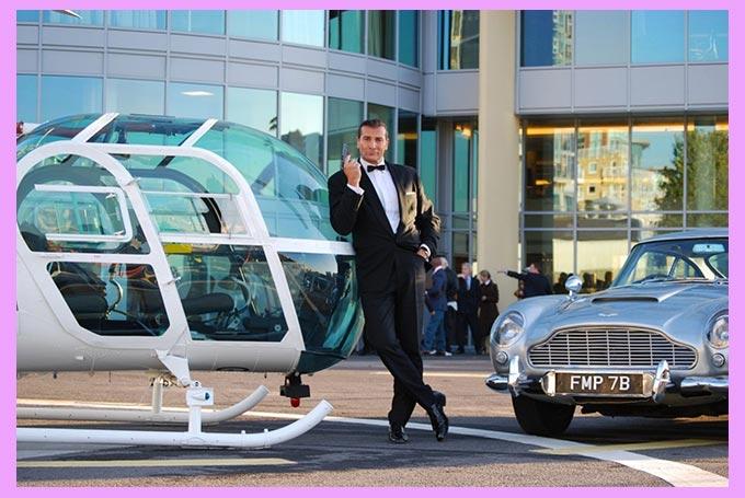 Жених у вертолета в стиле агента 007