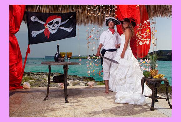 Молодожены на свадьбе в стиле алые парсуа