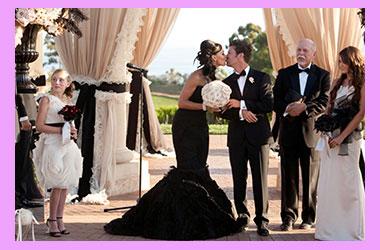 Молодожены и свадьба в черных тонах