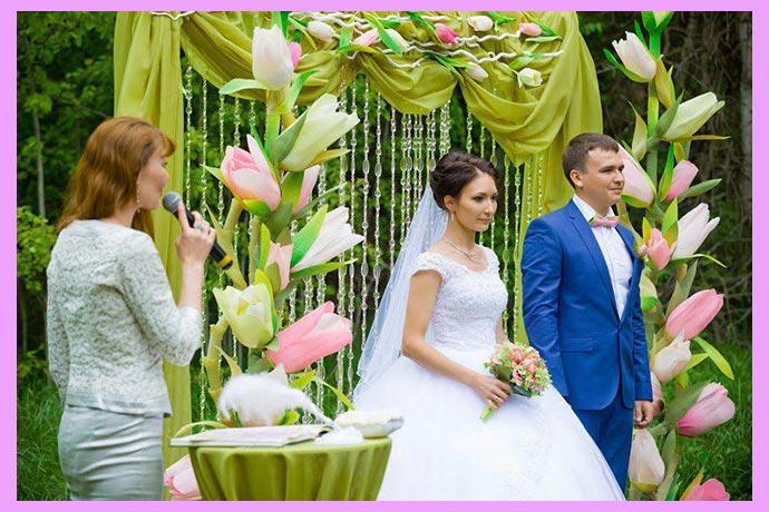 Церемония регистрации брака и арка с тюльпанами