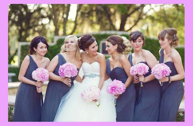 Невеста и подруги с пионами