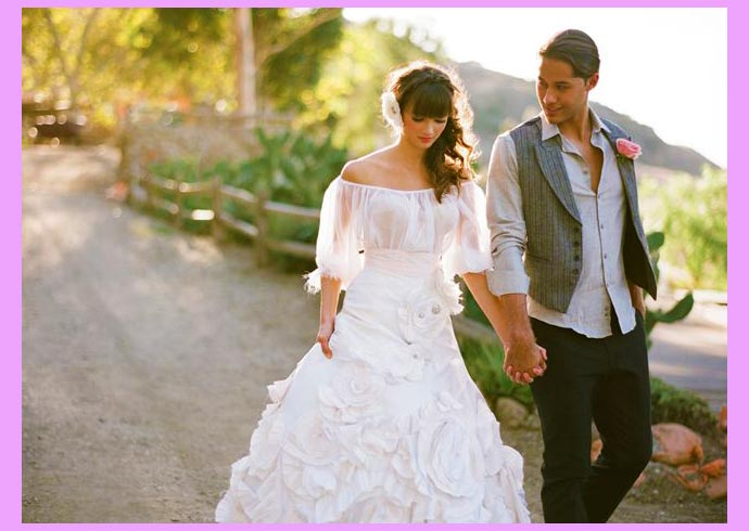 Молодожены мексиканской свадьбы на природе