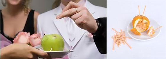 Яблоко с воткнутыми спичками или мандарин