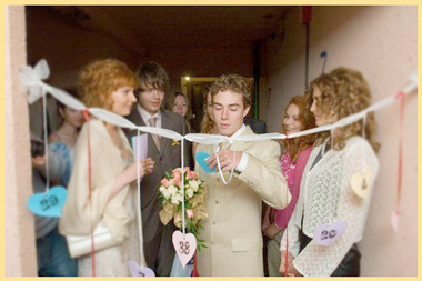 Жених на выкупе невесты