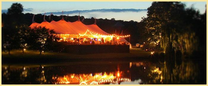 Свадебное освещение на природе вечером