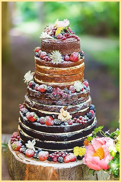 Многоярусный торт с ягодами
