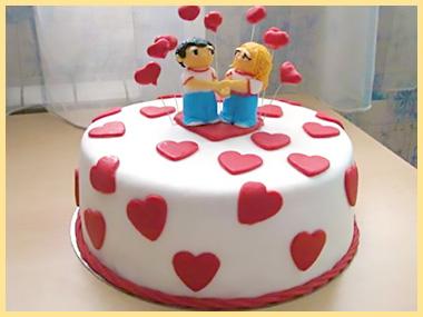 Торт с сердечками и парочкой