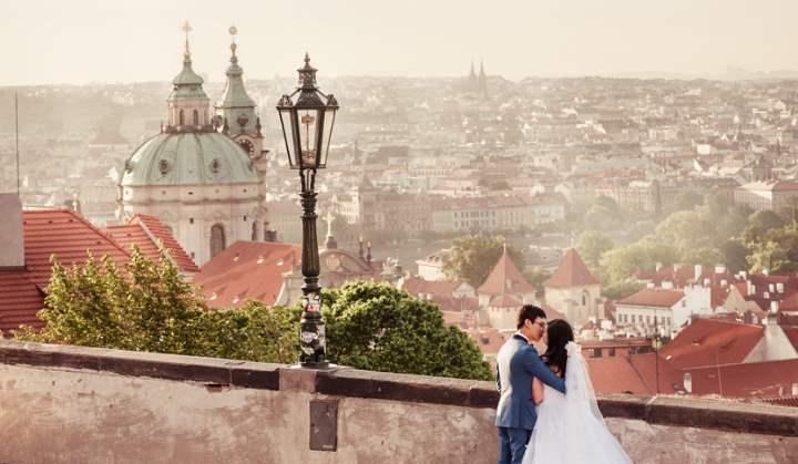 Рассматривая более бюджетные варианты, можно остановить внимание на Праге.