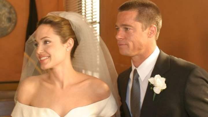 Брэд Питт и Анджелина Джоли начали свои отношения в 2005 году на съемках фильма «Мистер и Миссис Смит»