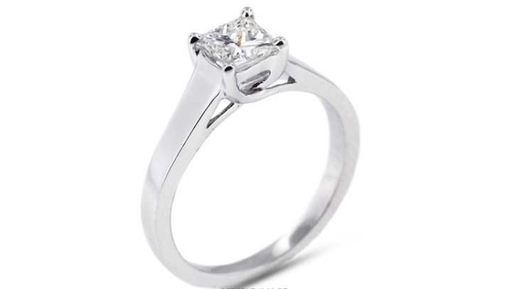 платиновое кольцо с квадратным бриллиантом в 1,5 карата