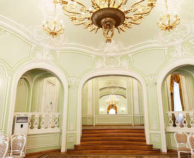 главный_просторный_зал_загса_петроградского_района